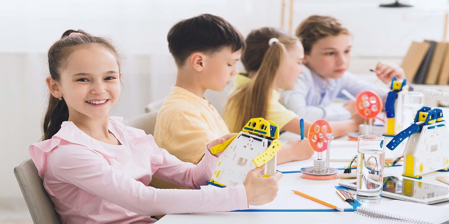 jeune fille favoriser STEM ecole