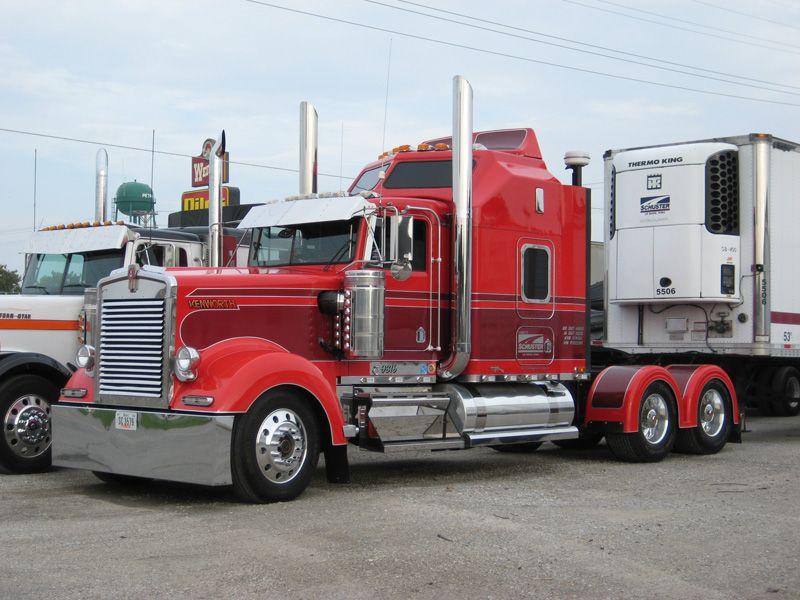 Kenworth W900L Truck with Truck-Rodz Hood