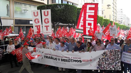 Los almerienses salen a la calle por su trabajo y sus derechos