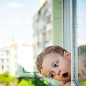 WOW! The street! by Ricardo Rocha - Babies & Children Children Candids ( gabriel, d200, casa, 50mm, nikon, lisboa, portrait )