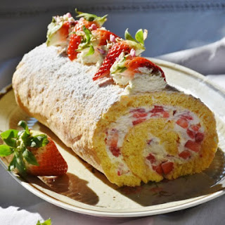 Fresh Strawberry Cake Roll