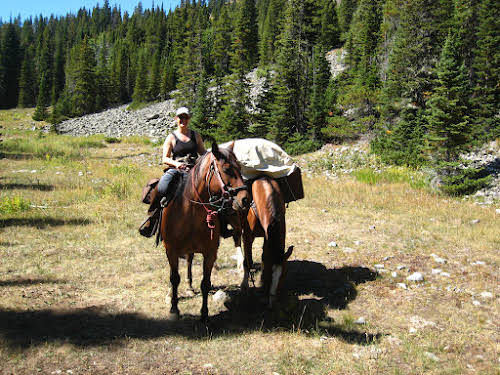 A Week as a Cowgirl Horseback Riding in Montana Ranch // Leading during our horse pack trip