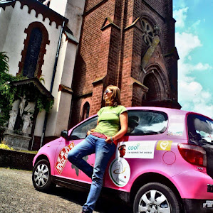 Mongol Rally Team Pink Yak Pink Toyota Yaris | Krys Kolumbus Travel