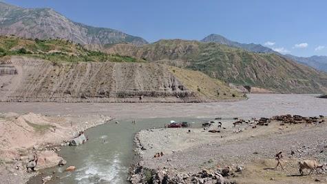 The Vakhsh has high tide.
