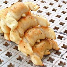 Photo: http://www.roxanashomebaking.com/cottage-cheese-crescents-recipe/