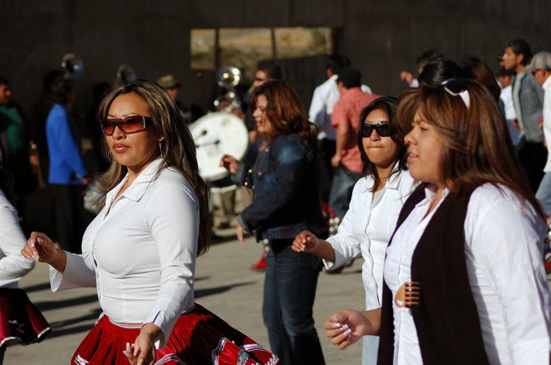 Photo: tanecnici na oslavach v La Pazu