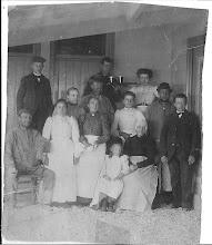 Photo: Geen idee wie deze familie is, het zijn wel Egmonders.   (uit het fotoboek)