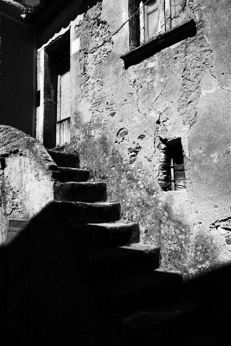 scale in chiaro e scuro di Daniele Maiolo