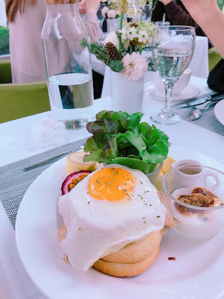 餐點的部份還可以 但超級好拍照📷✨ 怎麼拍都很美