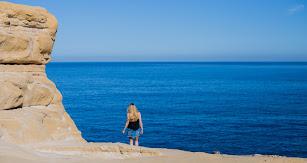 Las espectaculares formas rocosas junto a la costa caracterizan el litoral almeriense.