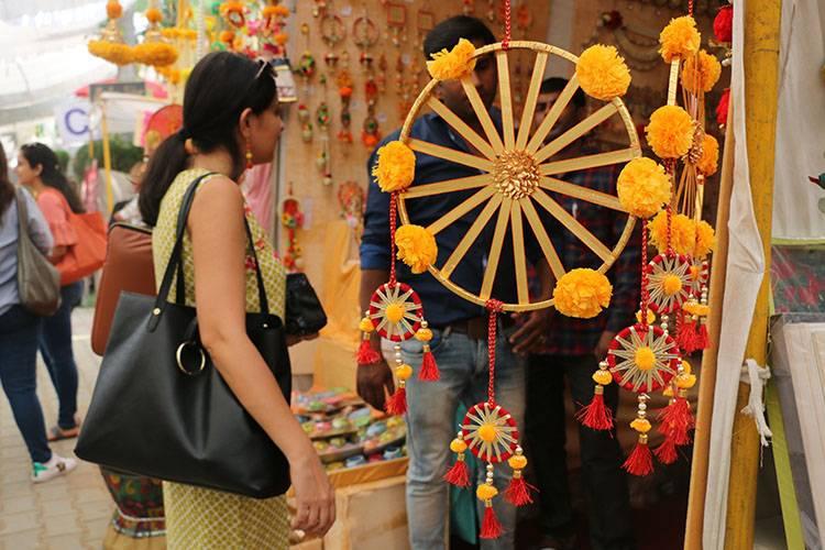 diwali-melas-in-delhi-defence-colony-diwali-bazaar_image