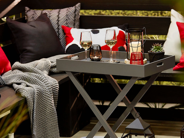 Designing a Modern Outdoor Space for Socializing