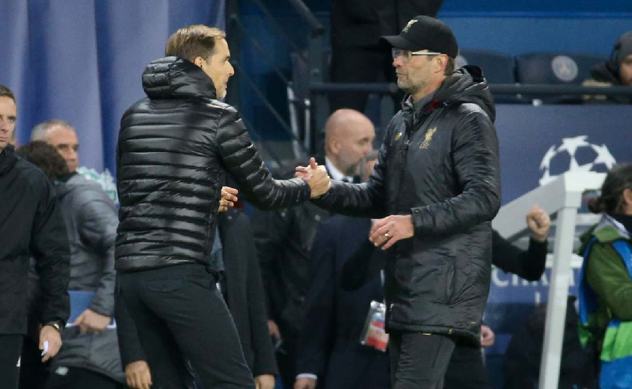 Alt: Manager of Chelsea, Thomas Tuchel and Liverpool manager Jürgen Klopp shake hands - (Photo by Jean Catuffe/Getty Images)