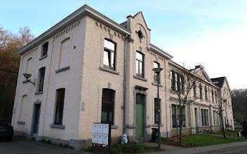 Photo: Ancienne mairie et école communale de Fraipont.  Bâtiment bien restauré en appartements et bureaux