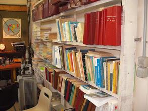 Photo: F6KLO, la bibliothèqe
