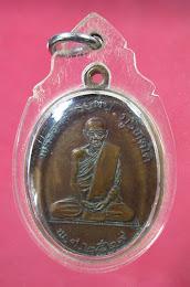 เหรียญพระอาจารย์มั่น ภูริทัตโต พิธีใหญ่ นิตยสารสายสิญจน์ สร้างปี 29 จ.อุดรธานี พร้อมเลี่ยมกันน้ำ