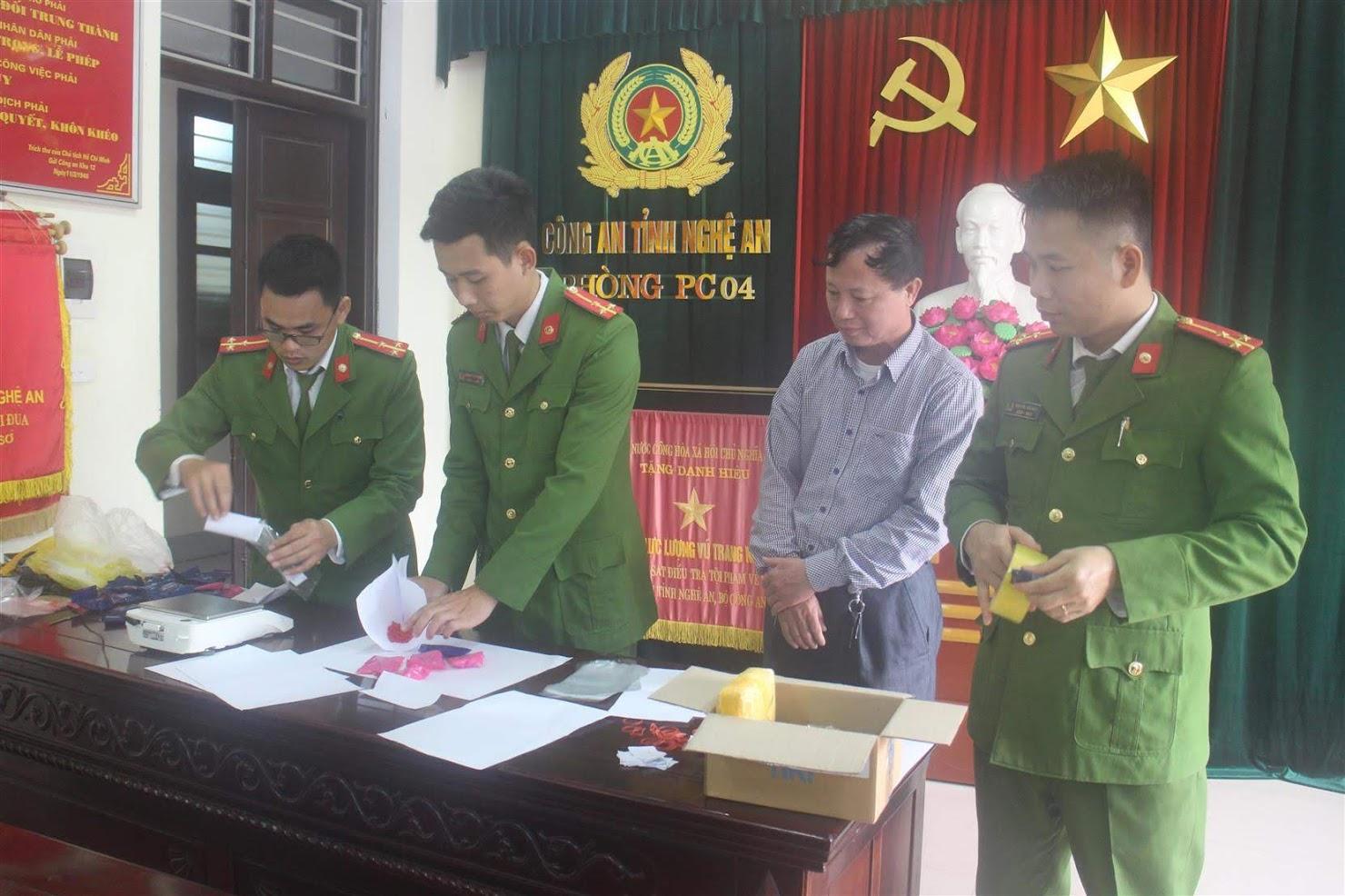 Phòng Cảnh sát ĐTTP về Ma túy mở niêm phong vật chứng vụ án