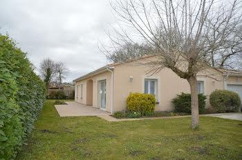 villa à Cavignac (33)