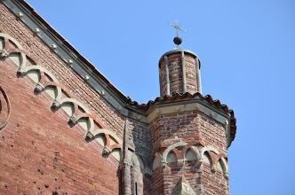 Photo: Pinnacolo o ghimberga terminale del pilastro destro della facciata