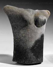 Photo: Female idol (upper part of the body). Middle-Neolithic; from Stallegg, Lower Austria. Height: 8,3cm