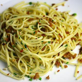 Spaghetti Alio E Olio (spaghetti With Garlic And Olive Oil).