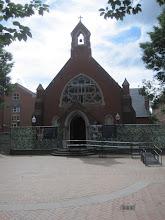 Photo: Kis templom az egyetem udvarán
