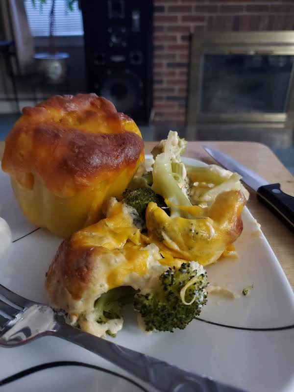 Broccoli Mac & Cheese Serviced With A Stuffed Pepper