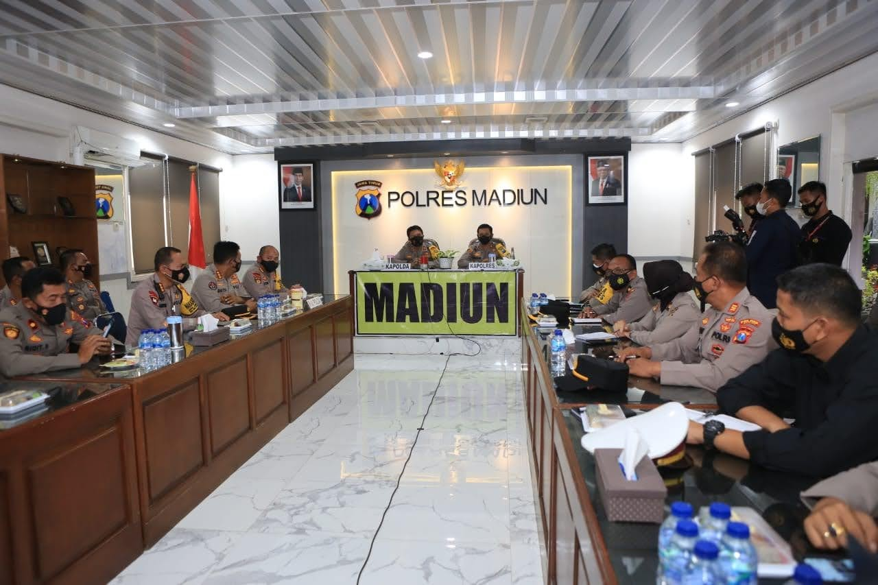 Kapolda Jatim Berikan Semangat Anggota Kepolisian Madiun, Dalam Penanganan Covid-19