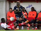 De overtreding van Idrissa Sambu zag er gevaarlijk uit, maar verdiende slechts geel