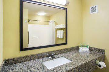Holiday Inn Express and Suites Martinsville