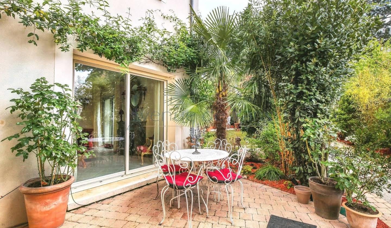 Maison avec jardin Chateaufort