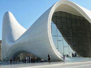 Photo: Heydar Alijev központ, Baku ultramodern építészet, Baku Űrkorszaki építészet