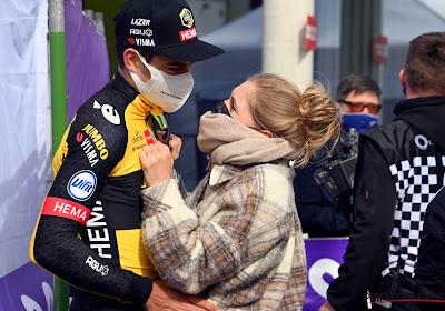 """Echtgenote en zoon nemen voor anderhalve maand afscheid van Wout van Aert: """"Nog nooit zo moeilijk geweest"""""""