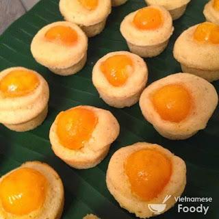 Vietnamese Salted Eggs Cupcakes (Bông Lan Trứng Muối)