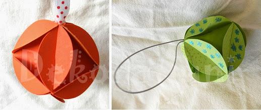 Photo: Glob origami (diferite modele)   1. carton de culoare orange deschis, piese standardizate, agăţătoare din panglica albă cu buline roşii Dimensiuni aprox. 7 cm x 7 cm  2. carton de culoare verde, decorat cu modele cu sclipici, piese tăiate manual, agăţătoare din şnur argintiu Dimensiuni aprox. 7 cm x 7 cm  realizate de Maia Martin Se poate folosi la decorarea casei de sărbători, la decorarea bradului de Crăciun, ca mărturii nuntă, mărturii botez   Preţ: 5 lei/buc. În stoc : 1 bucată din fiecare model http://dekoratiuni.blogspot.ro/2014/04/glob-origami-7-cm.html