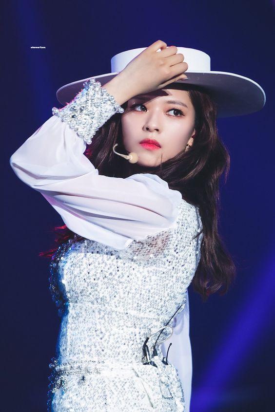jeongyeon hat