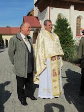 Photo: Rou1P34-151004P.Farcas et le paroissien qui nous a aidé au suivi de la messe, Targu Mures IMG_9166