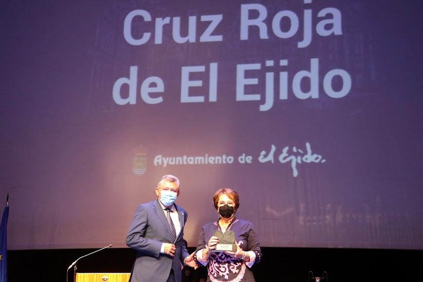 Cruz Roja de El Ejido recibió otro galardón.
