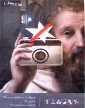 Photo: No flash photos