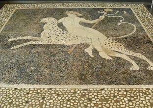 Photo: Kiezelmozaiek van Dionysos gezeten op een panter.