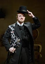 Photo: Wiener Kammeroper: GLI UCCELLATORI von Florian Leopold Gassmann. Inszenierung: Jean Renshaw. Premiere 22.3.2015. Vladimir Dmitru. Foto: Barbara Zeininger