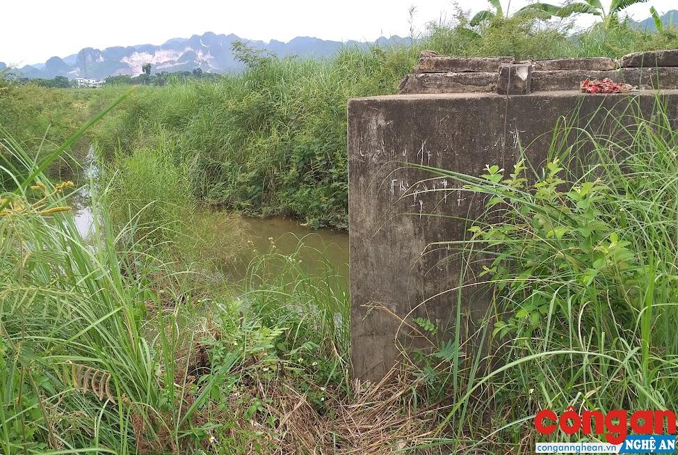 Nhà máy nước Quỳ Hợp đang lấy nước thô từ sông Nậm Huống để sản xuất nước sạch cung ứng cho người dân sử dụng