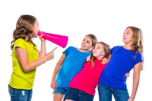 co-nen-cho-con-lam-can-bo-lop-hay-khong