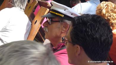 Photo: Und dem Chef wurde gebührend eine Kapitänsmütze übereicht vom ViaVerde Team  ...