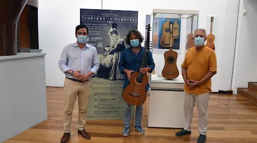 La guitarra española más antigua se quedará en Almería de forma indefinida