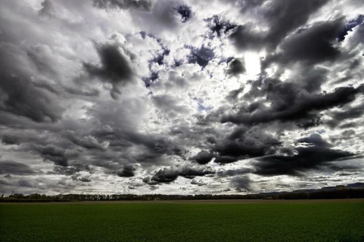Threatening Clouds di lo_Straniero
