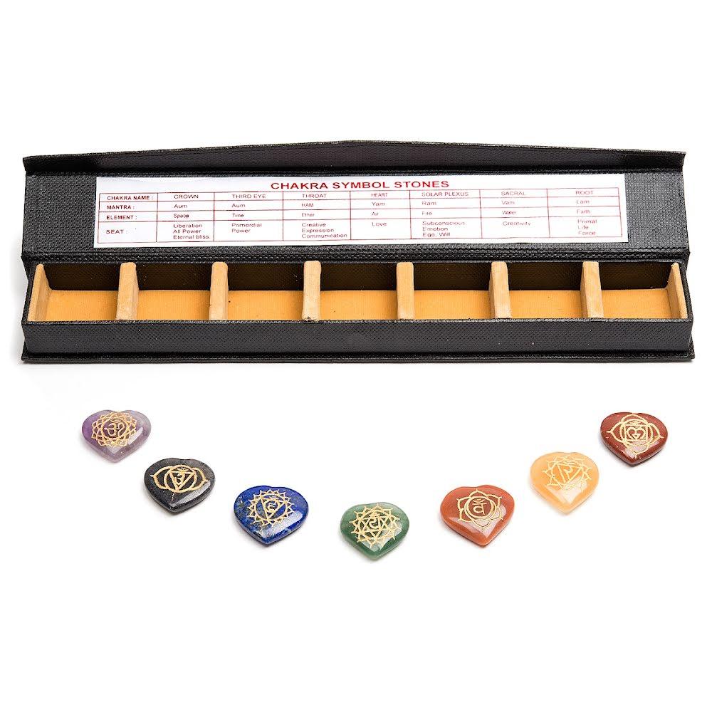 Chakra symbolerna/färgerna hjärtform plattor i ask med fack