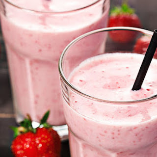 Strawberry-Vanilla Maca Smoothie.