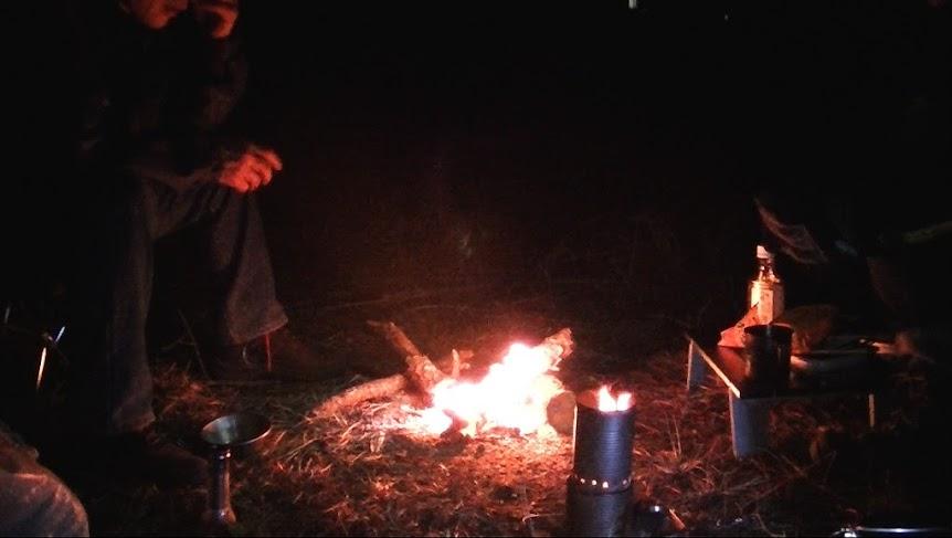 夕食後の焚き火