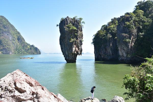 Make a photo of the famous James Bond Island rock